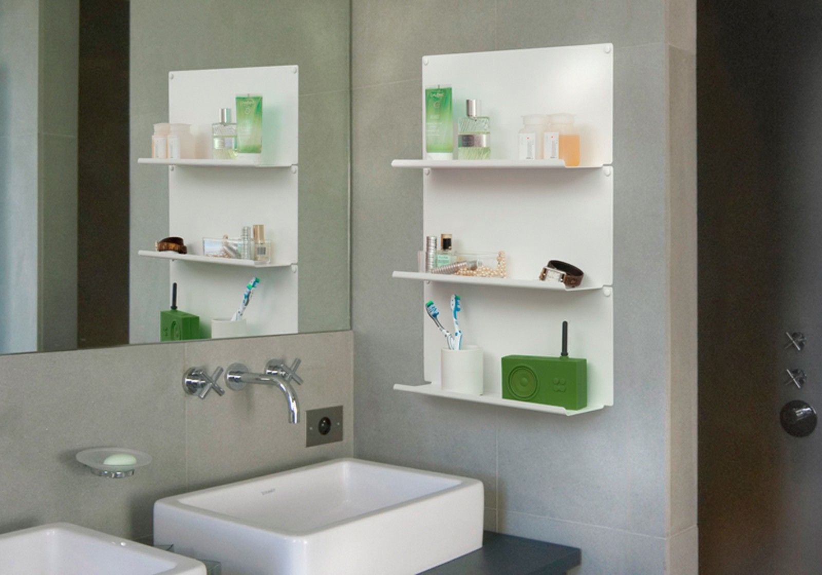 bathroom wall shelves le set of 2. Black Bedroom Furniture Sets. Home Design Ideas